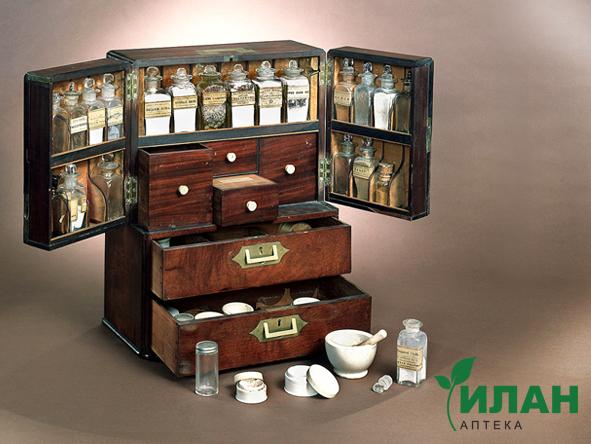 Аптечка для дома из дерева